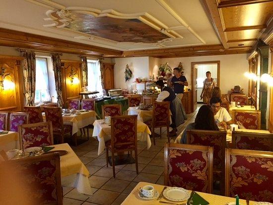 Hotel Edelweiss: Breakfast Room