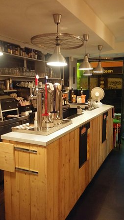 Au garage v los paris restaurant avis num ro de for Garage des paluds avis