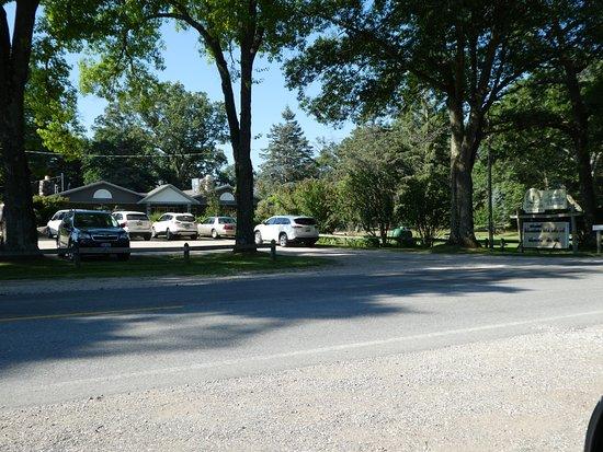 Baldwin, Μίσιγκαν: lots of parking