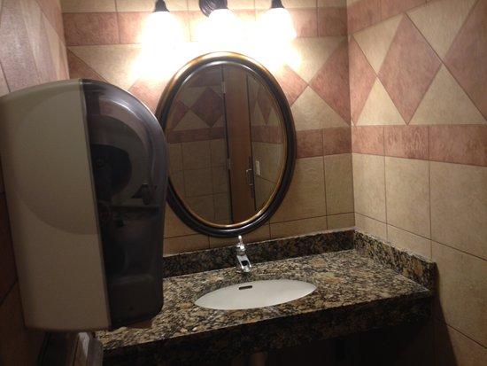 Nisswa, MN: Bathroom