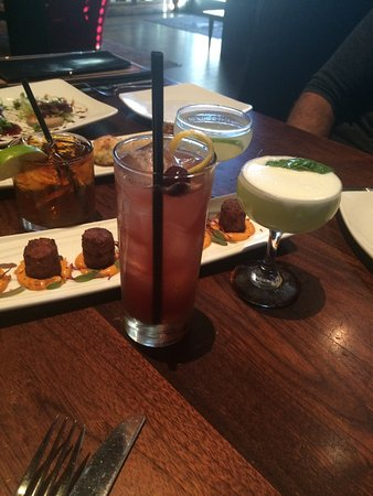 Shady Lady Saloon: Fun place for drinks and appetizers