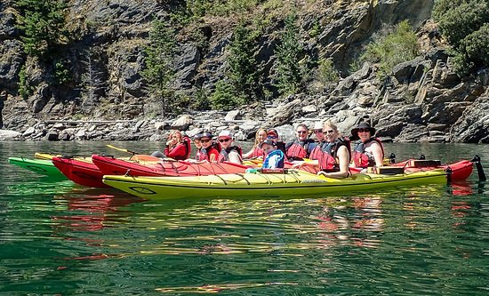 Kaslo Kayaking: Group on the water