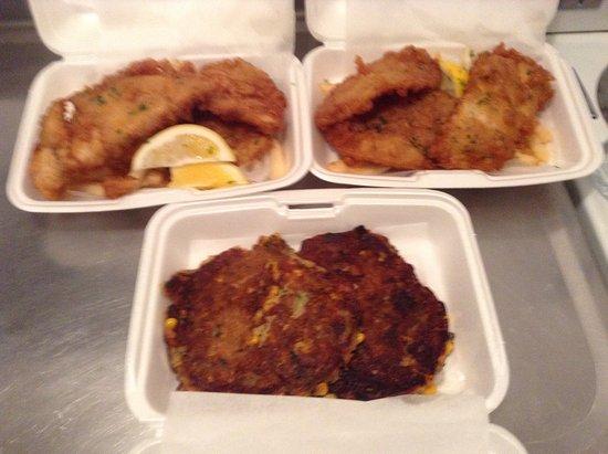 Mangonui, นิวซีแลนด์: fish, potato cakes, corn cakes