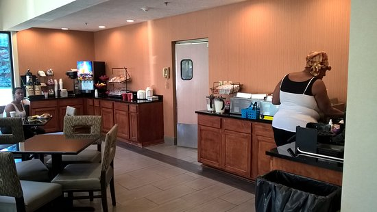 Ramada by Wyndham Canton/Hall of Fame: Breakfast Area