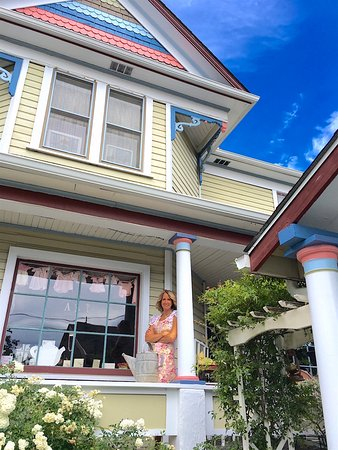 The Painted Lady Bed & Breakfast and Tea Room: Welcome to The Painted Lady