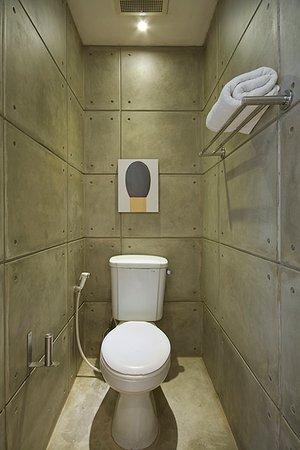Flat06 : Bathroom