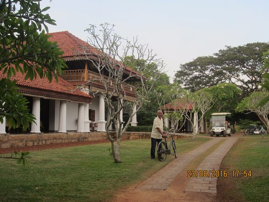 Ulagalla Resort: The main building (an old mansion)