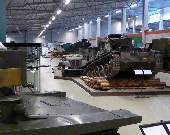 Arsenalen - Sveriges Försvarsfordonsmuseum: Hall med tidig utrustning