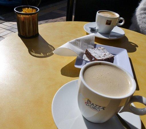 Moruya, Australia: Coffee and brownie