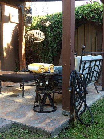 San Giuliano Hotel: Seating area in patio