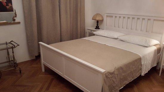 Golden Rooms Bed & Breakfast