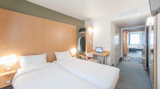 b b hotel le puy en velay le puy en velay frankrig hotel anmeldelser sammenligning af. Black Bedroom Furniture Sets. Home Design Ideas