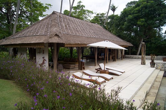 Ketewel, Indonesia: Bar and Pool Area