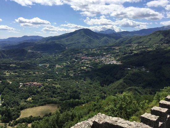 Camporgiano, Italia: View from Verrucole castle, San Romano in Garfagnana
