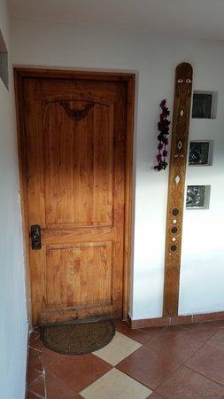 Hotel Gomero : Front door of room