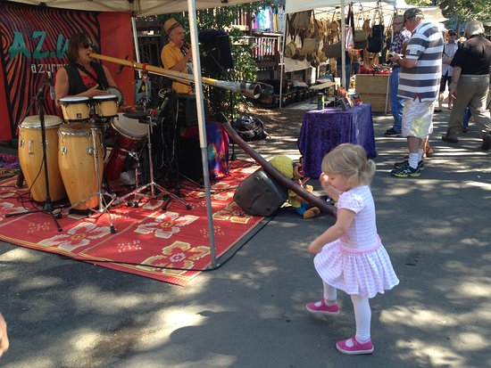 ‪‪Eumundi‬, أستراليا: dancing at markets‬
