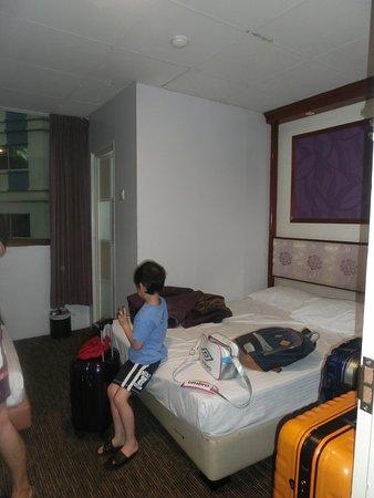 Hotel 165 40 76