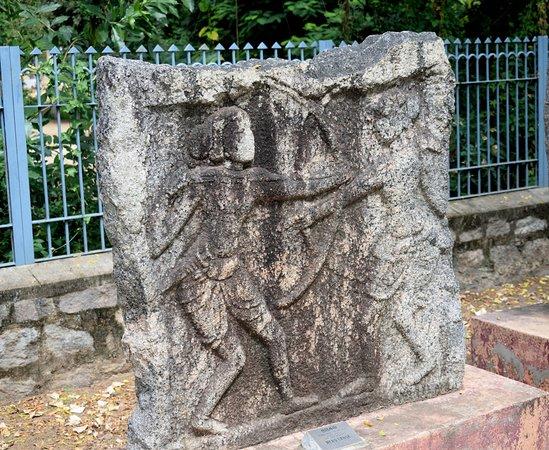 Archeological Museum of India: Hero-stones