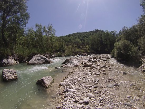 Civitella Messer Raimondo, Italy: E' solo un tratto del fiume che abbiamo disceso. Gli istruttori sono tutti competenti.
