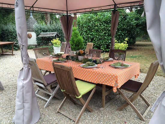Celon, France: Dinner table set