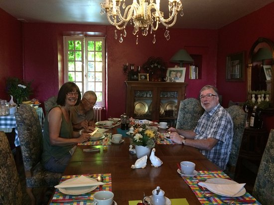 Celon, France: Breakfast room with other guests