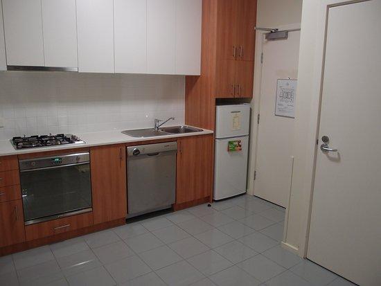 Somerset on Elizabeth, Melbourne: 有一個漂亮的客廳,飯廳和小廚房