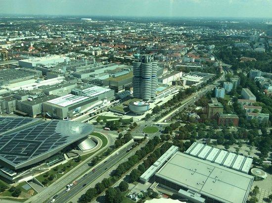 Restaurant 181 Business: vue sur la tour BMW