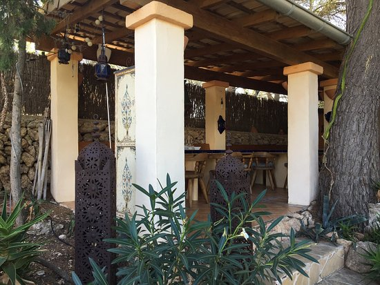Sommerküche Im Garten : Blick vom turm in den garten mit offener sommerküche bild von casa