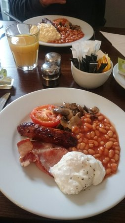 Merchant House : Lovely, small but adequate full English