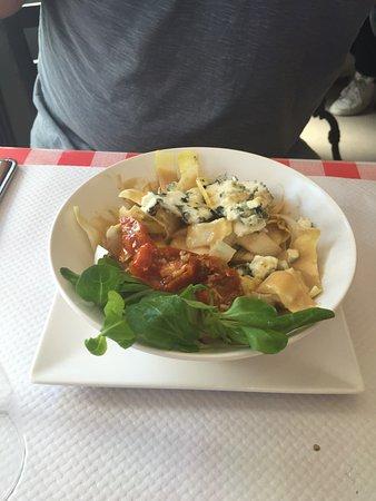 Restaurant De La Place St Thibault Des Vignes