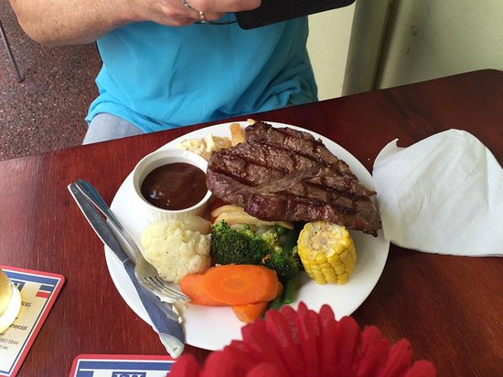 Home Hill, Australie : Rump Steak with Dianne Sauce and vegetables