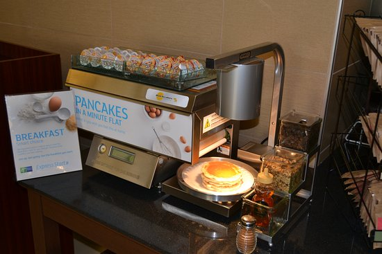 Holiday Inn Express Bldg 592 on Joint Base San Antonio (An IHG Army Hotel) : Pancakes for Breakfast