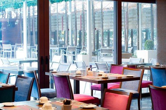 Domotel Les Lazaristes: Breakfast setting @ Gred & Ginger restaurant