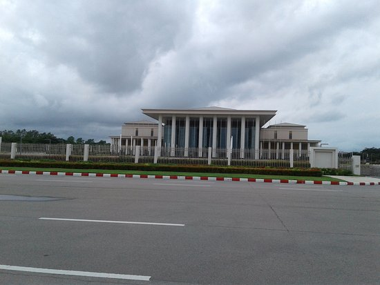 Naypyidaw, Μιανμάρ: MICC from across the (typically very wide) street