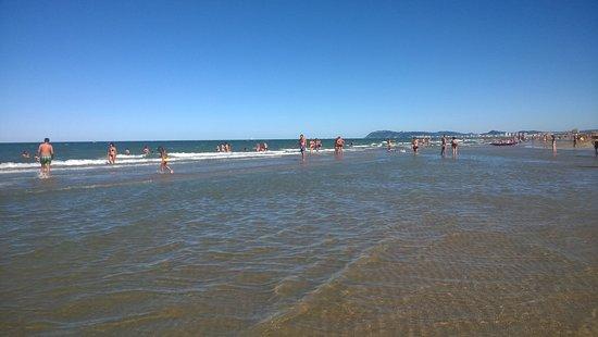 Spiaggia foto di spiaggia del sole 86 87 riccione tripadvisor - Bagno 61 riccione ...