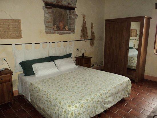 Borgo San Donnino: Camera 2 app. Archi