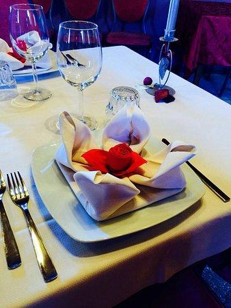 Castelletto di Momo, Italia: Per una serata romantica, anniversario, nell'altra saletta del ristorante!!! Tutto curato nei mi