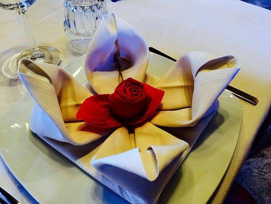 Castelletto di Momo, إيطاليا: Per una serata romantica, anniversario, nell'altra saletta del ristorante!!! Tutto curato nei mi