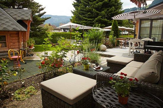 charivaris wintergarten bolsterlang restaurant bewertungen telefonnummer fotos tripadvisor. Black Bedroom Furniture Sets. Home Design Ideas