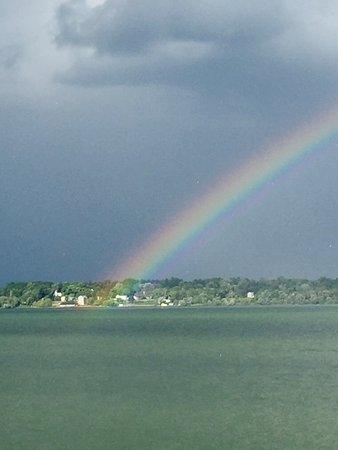 เซนิกาฟอลส์, นิวยอร์ก: Rainbow going right into the water