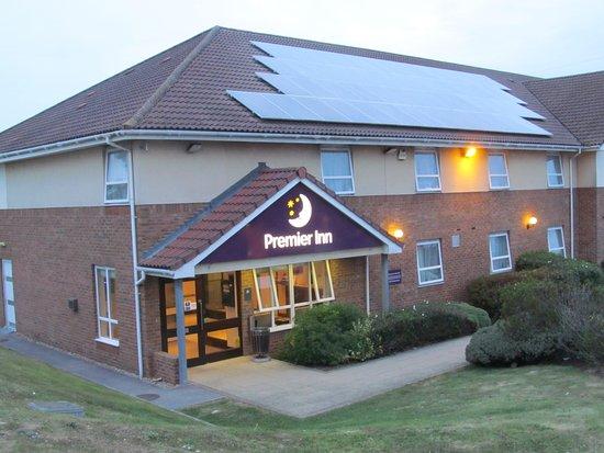 Premier Inn Eastbourne (Polegate) Hotel: Entrance to Premier Inn Polegate