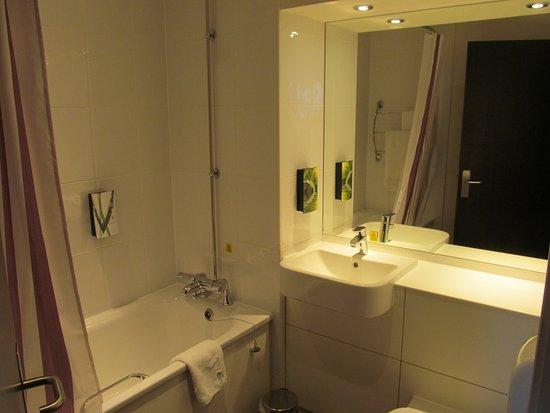 Premier Inn Eastbourne (Polegate) Hotel: Bathroom