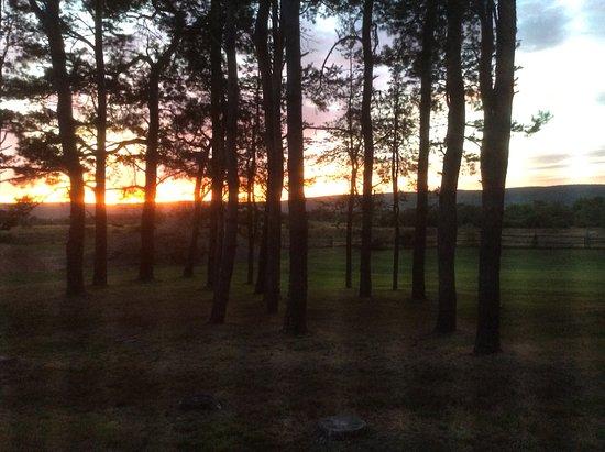 Bridgetown, Kanada: The setting sun taken from inside room.