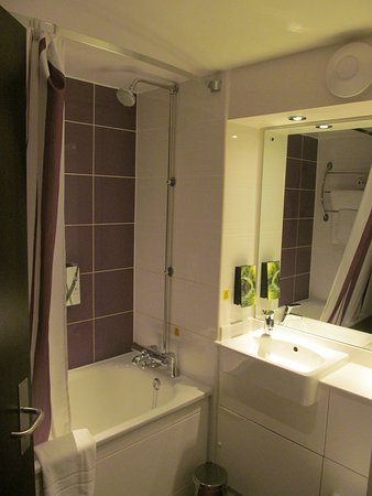 Bathroom picture of premier inn gatwick crawley town west hotel crawley tripadvisor Premiere bathroom design reviews