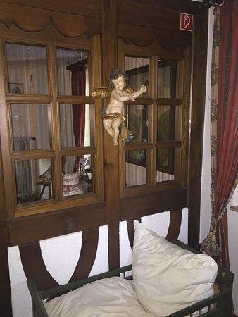 Schwarzwaldhotel Stollen: الفندق رايق،عبارة عن بيت قديم وحولوه فندق المنطقةهادية وآمنة وقريبة من فريبورغ بسعرمعقول مافيه م