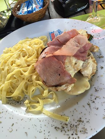 Fuveau, Frankrijk: Pork Mille-Feuille with Pasta, 12EUR.