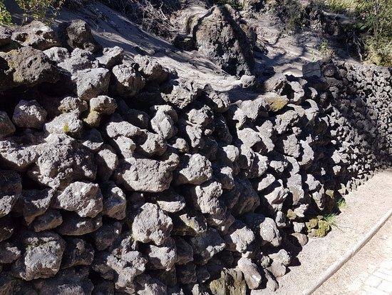 laguna verde muros de piedra volcanica - Muros De Piedra