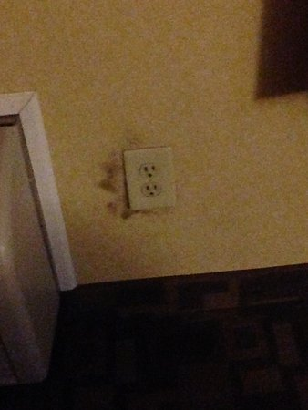 Independence, MO: Burn marks around outlet