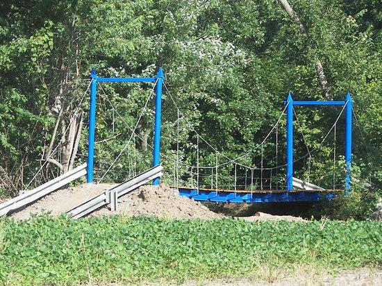 Canton, MO: Papa Smurf Bridge