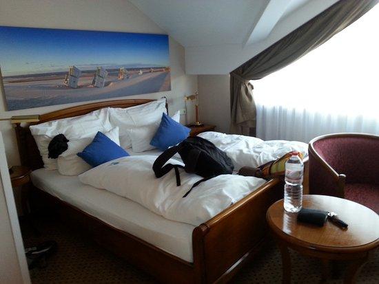 sehr gem tliches bett billede af nordseehotel kr ger langeoog tripadvisor. Black Bedroom Furniture Sets. Home Design Ideas